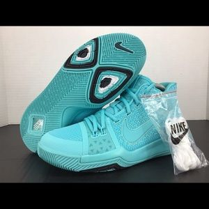Nike Kyrie 3 6.5Y Basketball Shoes